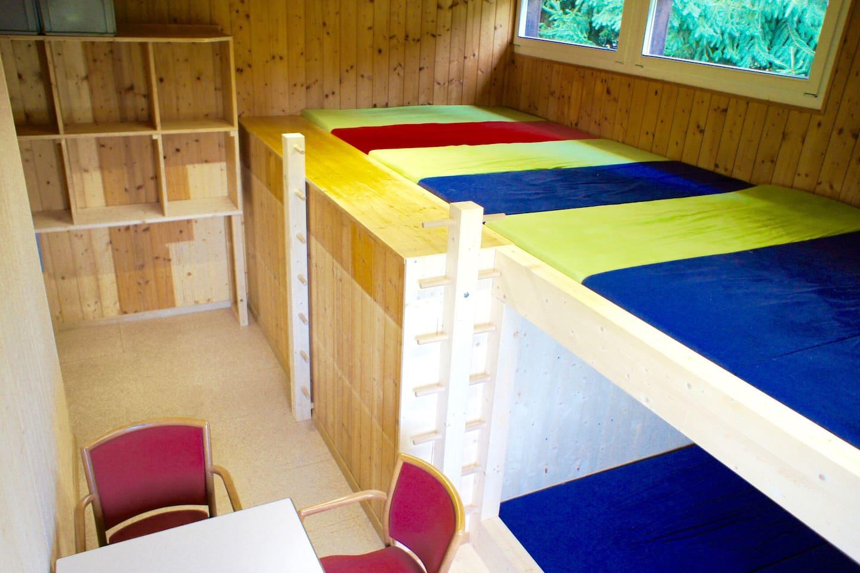 3 Schlafräume für max. 23 Personen, hier der Schlafraum Nord für 10 Personen