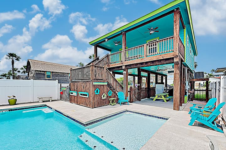 Updated Downtown Home w/ Private Pool - Near Beach