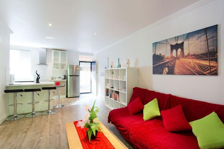 ★★★★★ Modern Apartment n/ Perth CBD w/ WIFI