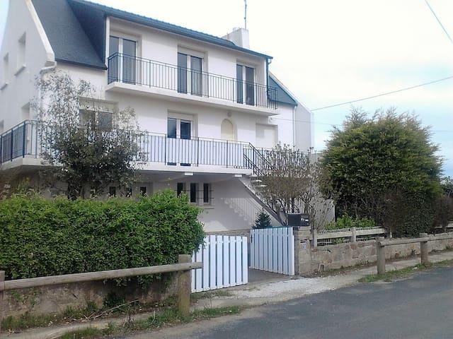 Maison a 100m de la plage des Sables Blancs - Plobannalec-Lesconil - Hus