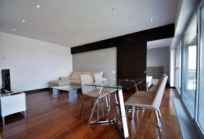 Alia City View Apartment