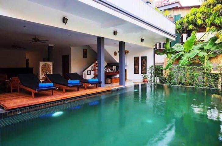 Luxury Deluxe Room (Chhaya Angkor Hotel)