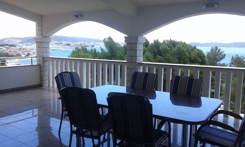 3-bedroom,large terrace,sea-view, chilli, new :-)