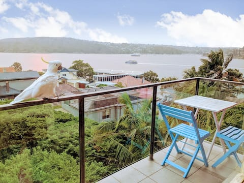Panoramic harbour views from gorgeous Manly pad