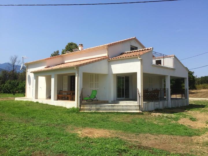 Casa de 2 habitaciones en Prunelli di Fiumorbo, con magnificas vistas a las montañas y jardín amueblado - a 10 km de la playa