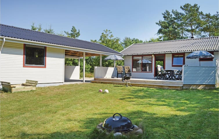 Holiday cottage with 2 bedrooms on 64m² in Fårvang