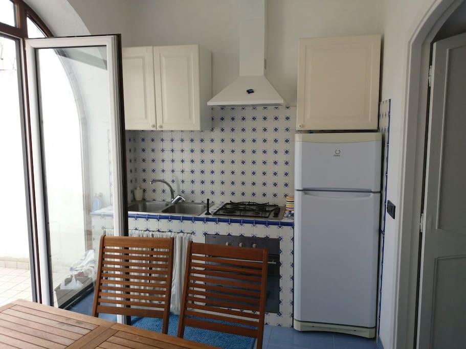 cucina abitabile in mattonelle vietresi