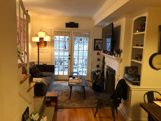 Private 1 bdrm in Rustic townhouse Foggy Bottom