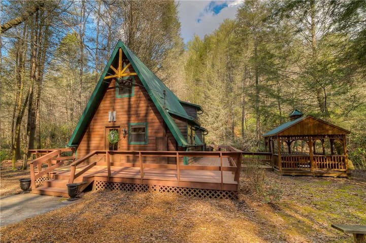 Fightingtown Fishcamp! Right on the River/Fishing/Huge Deck/WiFi/Hot Tub/Pets Welcome!