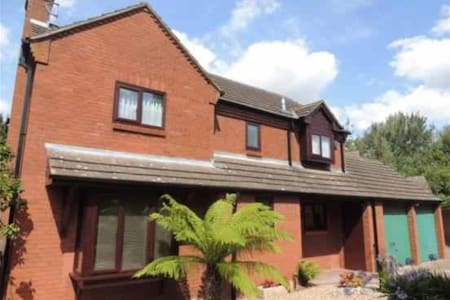 Nice bedroom, short walk MK Station - Bradwell - House