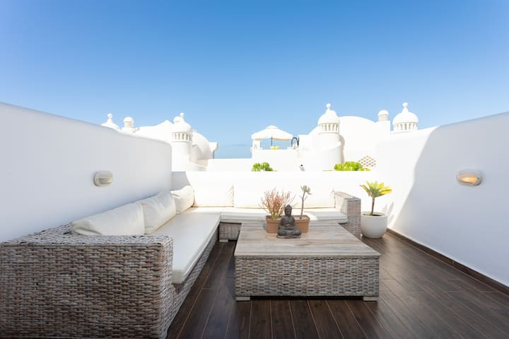 Marvelous 3 BD,  Great Pools and Bar, 24h Security