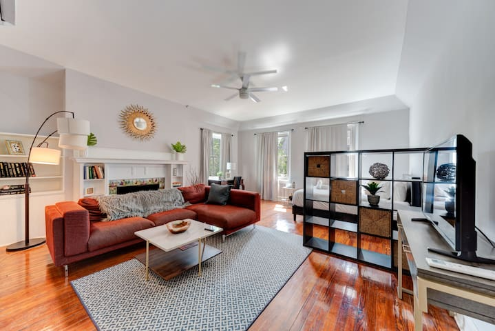Large Studio in Historic Rittenhouse GEM
