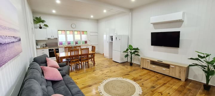 🏡 Unit close to Hospitals & Takeaway + Fully Airconditioned 🏡