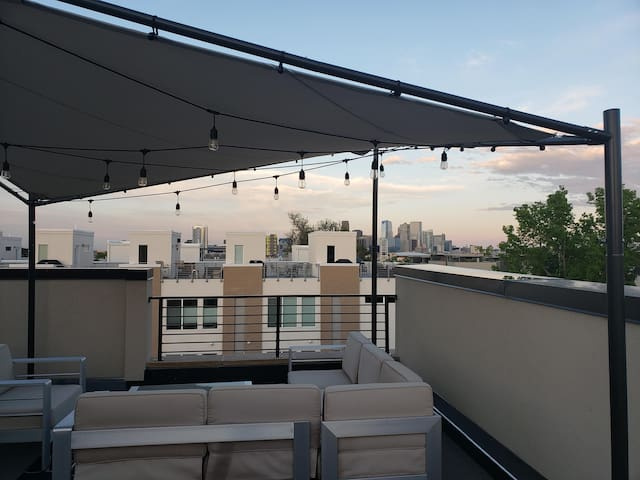 Private room in townhome with rooftop deck