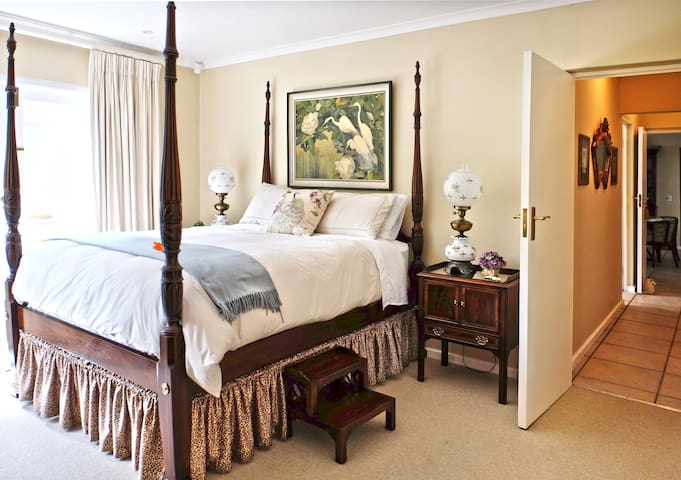 The Stableford House Only 200m to the beach - Plettenberg Bay - Bed & Breakfast