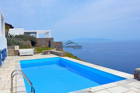 Traditional villa with and a fantastic sea view - Kastriani