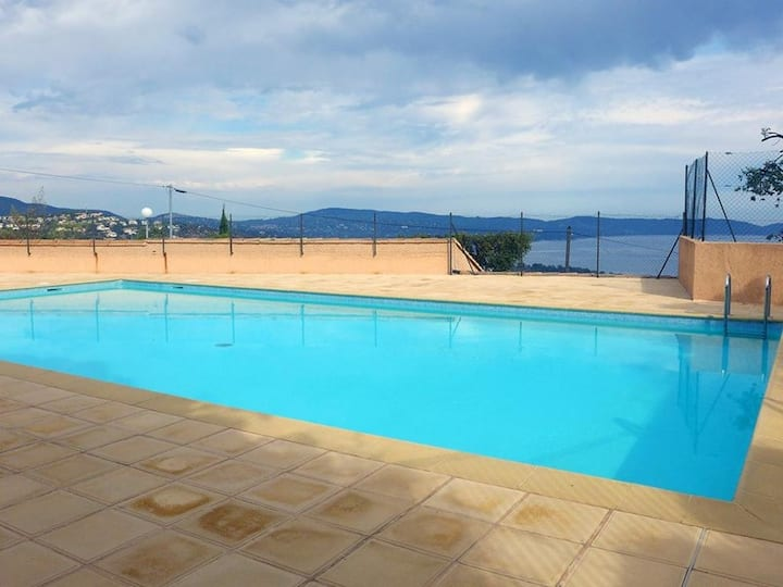 2 rooms apartment with sea view and swimming pool in the residence