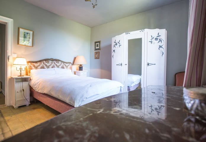 Bed & Breakfast in Le Perche - The Pink Room