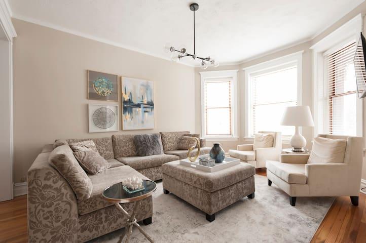 Truly Comfy, Elegant Home w/ Garage by Wrigley/CTA