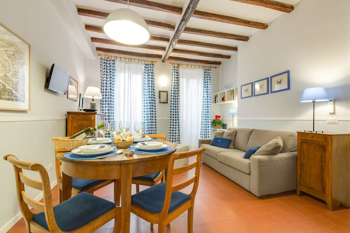 Piazza dei Satiri Apartment - Great Location! 4PAX