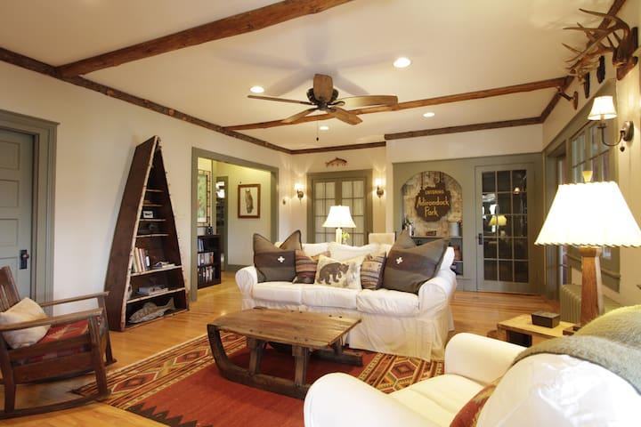 Snowshoe Cottage & Boathouse - Lake Placid - Huis
