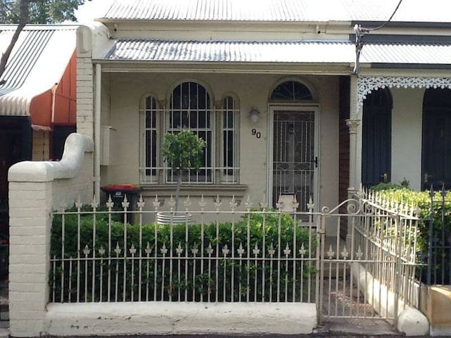Large Bedroom in Leafy Glebe Terrace