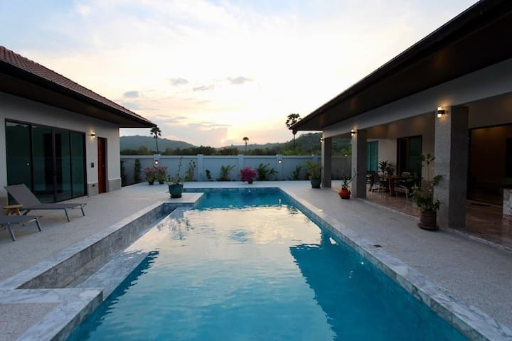 Large 5 Bedroom Pool Villa For Rent Near Beach