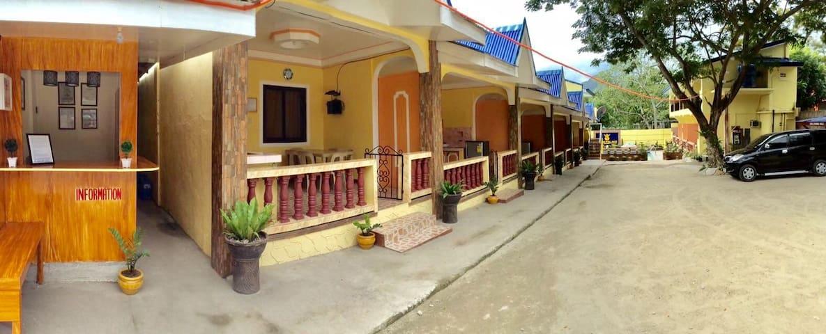 LAIYA BATANGAS BEACH HOUSE w/ POOL: Good for 8 Pax