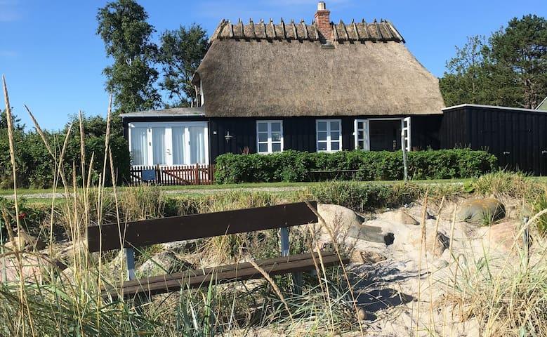 Charmerende Sommerhus direkte til strand