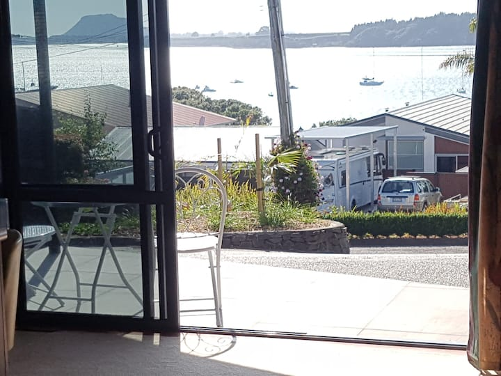Omokoroa Beach Seascape Unit – Top Location & View