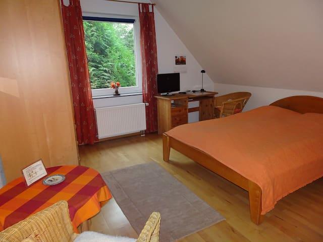 Schöne(s) Zimmer ( DZ o.EZ) in toller Lage - Wunstorf - House