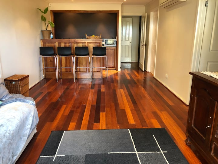 Private wing in the heart of Yarra Glen