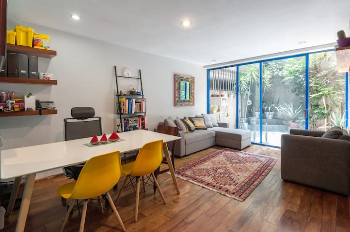Cozy 1 bedroom apt w/patio in the heart of Condesa