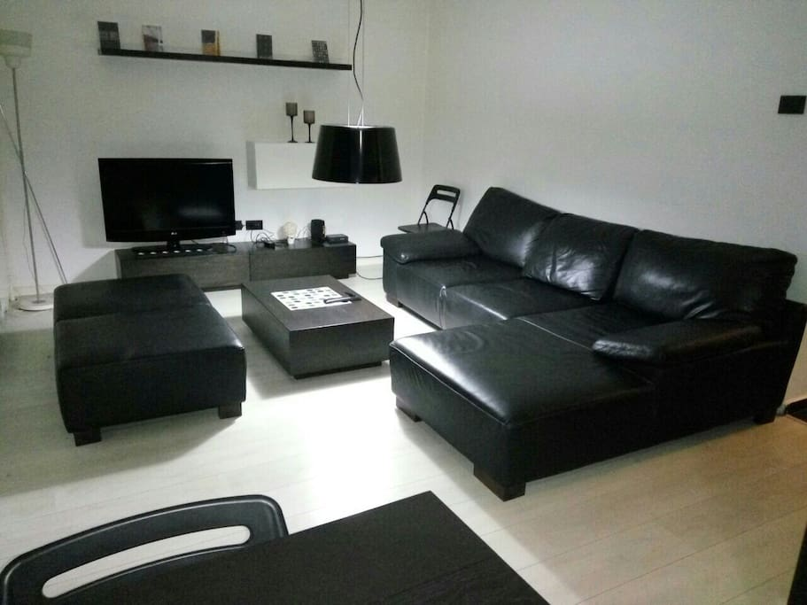 Living room (flat screen with cable TV)