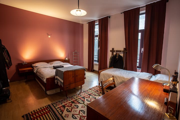 4.Ruby HUUUGE Quiet room (23m2)@ 3 min Grand Place