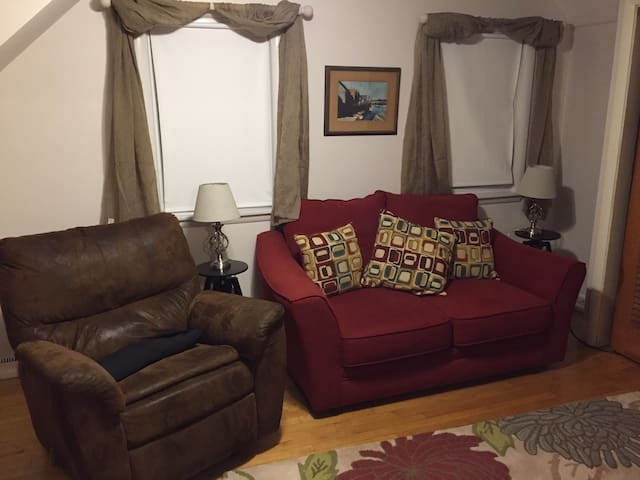 Private 2nd Floor/3 rooms close to Maine Mall - South Portland - Dom