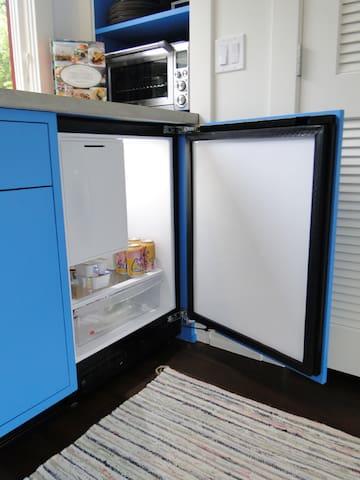 Kitchenette - refrigerator/freezer.