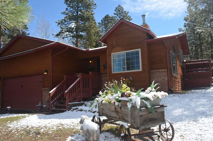 Sunflower Retreat w/Views of Pikes Peak - Great for Large Families