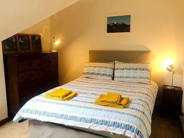 QUIET DOUBLE ROOM IN CENTRAL FLAT