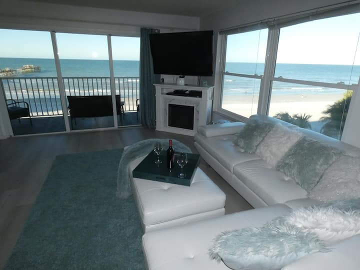 1/2-1/16 now avail! Beachfront 2/2 w/Jacuzzi &FP!!