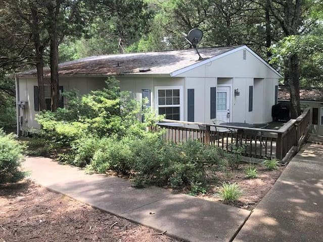 Campus Cottage-location adjoins Ole Miss Campus-