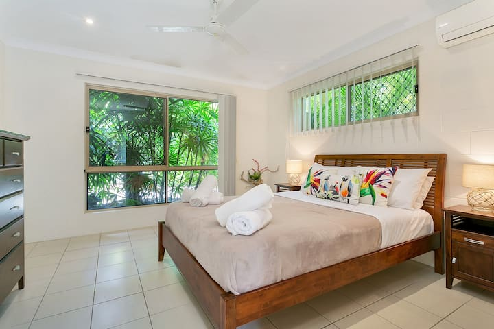 Private house close to the Beach - Kewarra Beach