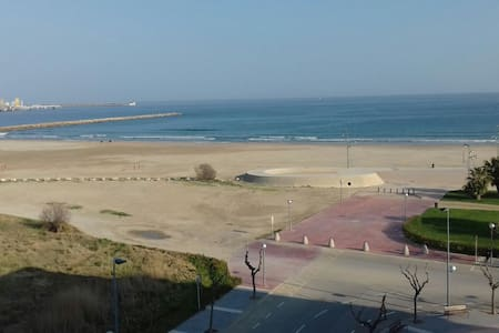 Beach front location_Ferrari Land & Port Aventura - La Pineda - 公寓