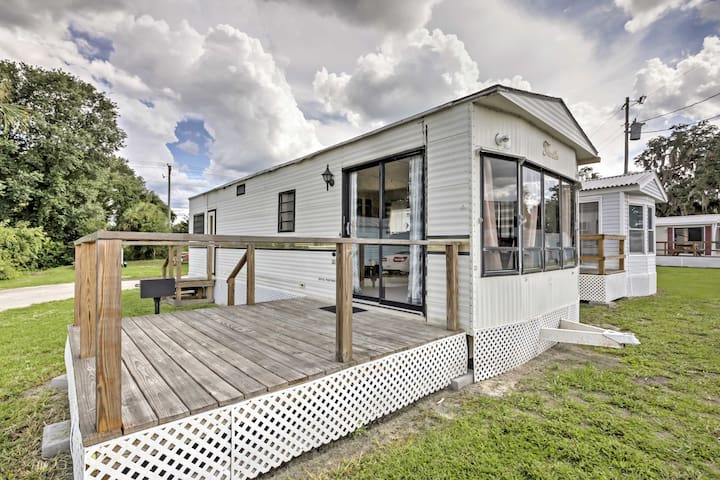 Silver Springs Cabin w/ Deck - Steps to the Lake!