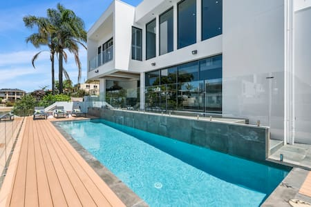Opulent New 4 Bedroom Home Private Pool