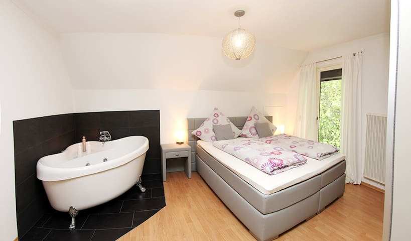 Deluxe Ferienwohnung Dachgeschoss mit Whirlpool - Adenau - Wohnung