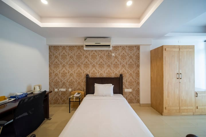 Private Room with Balcony near Indiranagar 100ft