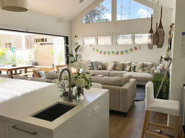 Coastal Cottage Luxe 4Br Cronulla Getaway - Cronulla - Casa