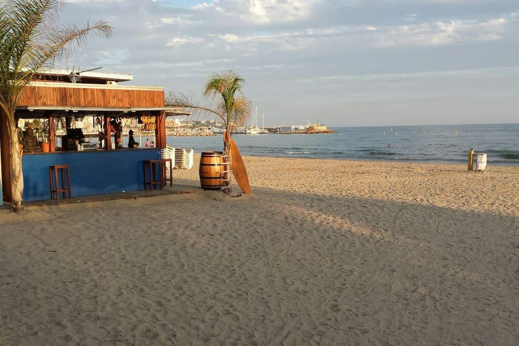 Puto mas cercano de playa (3-4 mins andando) / Closest Beach Spot (3-4 minutes walk)