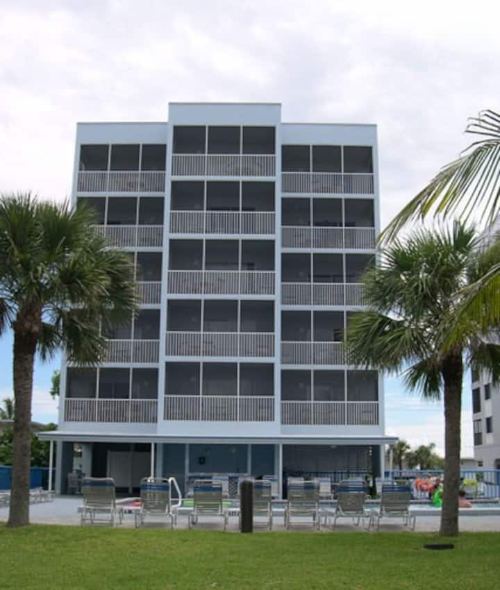 Beach Club One.  Fort Myers Beach~Sleeps 8!